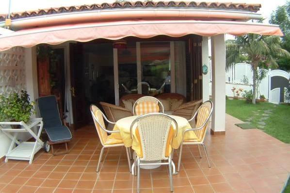 Gemütliche Sitzbereiche auf der Terrasse