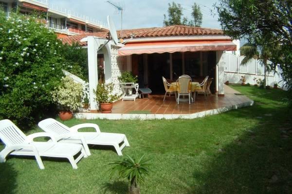 Angelegter Garten und Terrasse