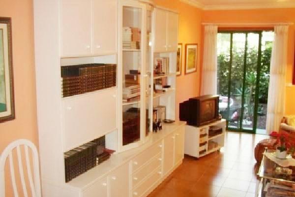 wohnung puerto de la cruz erdgeschosswohnung mit privatem garten auf teneriffa kaufen. Black Bedroom Furniture Sets. Home Design Ideas