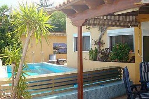 Villa in San Eugenio Alto mit großem Terrassenbereich, Pool und Meerblick