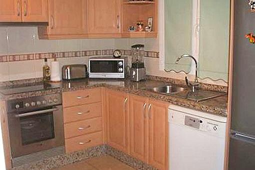 Einbauküche mit allen Elektrogeräten