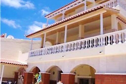 Großzügige Villa mit riesigen Terrassen und schönem Meerblick