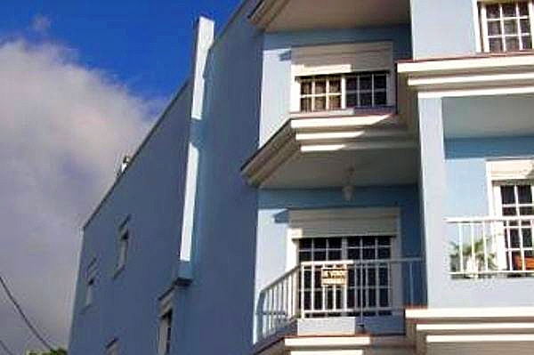 Haus mit Doppelgarage und Dachterrasse