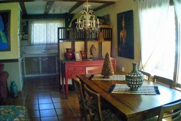Geräumiger Wohnraum: offene Küche, Ess- und Wohnzimmer