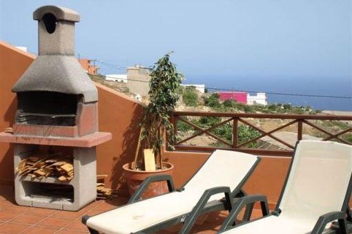 Terrasse mit Meerblick und Barbecue