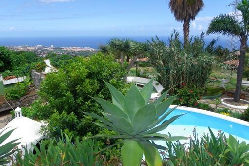 Blick über die schöne Landschaft nach Puerto de la Cruz