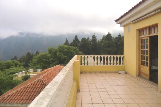 Große obere Terrasse mit schönem Ausblick