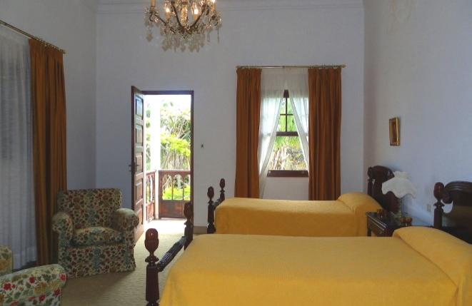 Weiteres Schlafzimmer mit zwei Betten