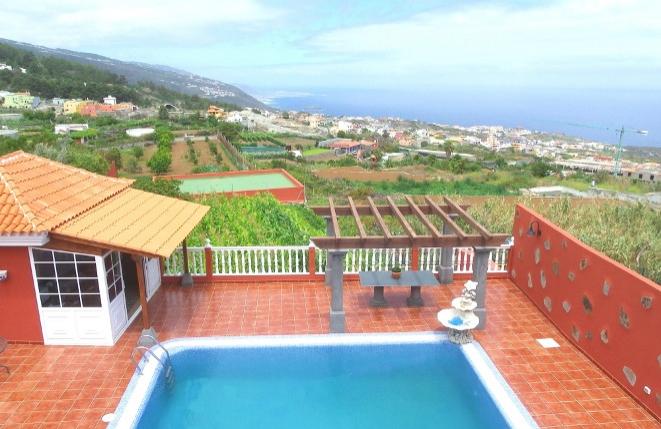 Schöne Finca mit modernem Haus und Pool in hervorragender Teide- und Meerblicklage