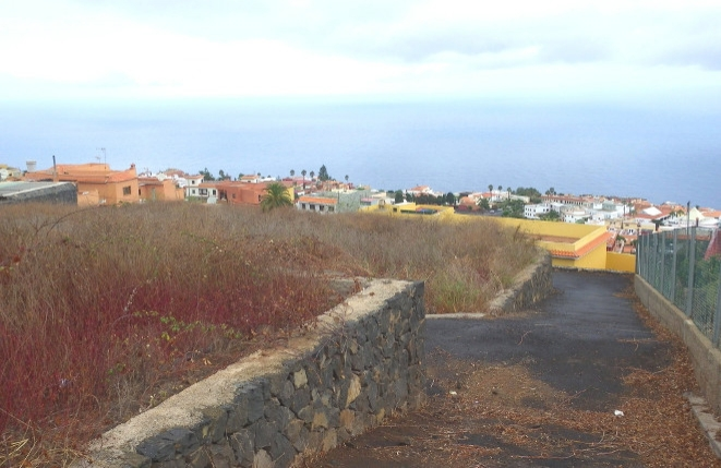 Blick über das Haus auf das Meer