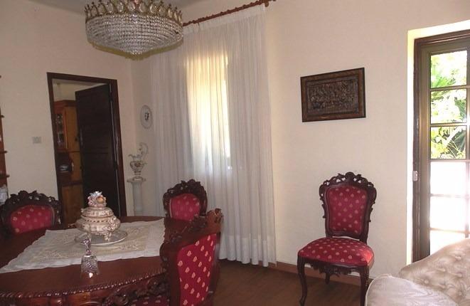 Das Esszimmer an Wohnzimmer, Terrasse und Küche