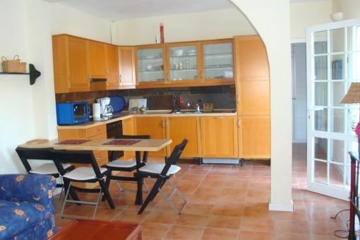 Moderne Küche/Salon im Gästebereich