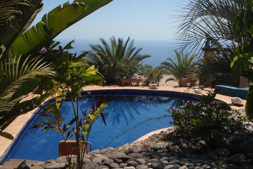 Der Pool und der fantastische Blick auf das Meer