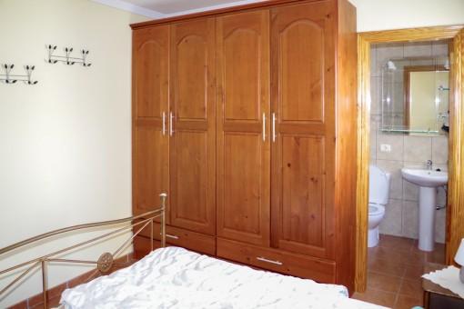 Das Hauptschlafzimmer hat ein Badezimmer en Suite im Gestehaus