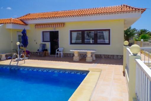 Finca mit fantastischem Meerblick, großem Grundstück, Sauna, Pool und Gästehaus