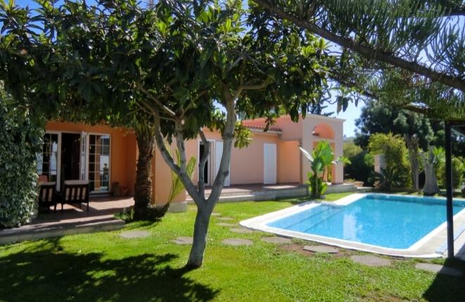 Vielseitige Finca mit Pool, Gästehaus, Meerblick und gut gepflegtem Garten nahe Taucho