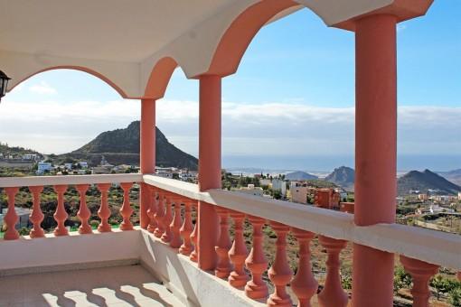 Überdachte Terrasse mit herrlichem Blick