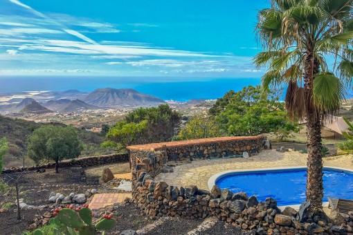 Stilvolle Finca mit Gästehaus und atemberaubenden Meerblick in Arona