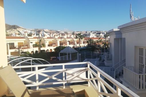 Sonnenliegen auf dem Balkon