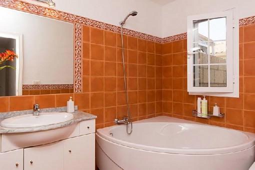 Badezimmer mit Jaccuzzi
