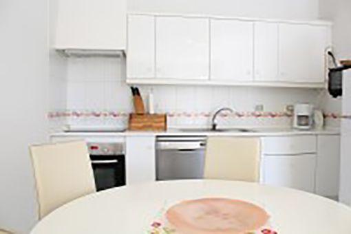 Ansicht der Küche und des Essbereichs