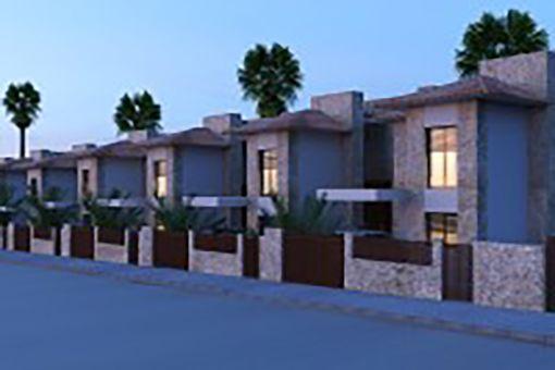 Der Wohnkomplex bei Nacht