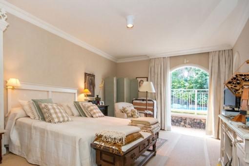 Hauptschlafzimmer mit Zugang zum Garten