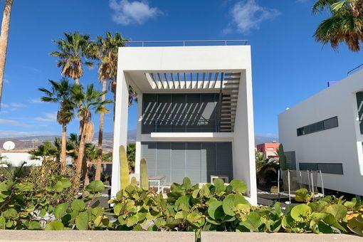 Schöne, moderne Strandvilla mit Pool und Aussicht in El Médano