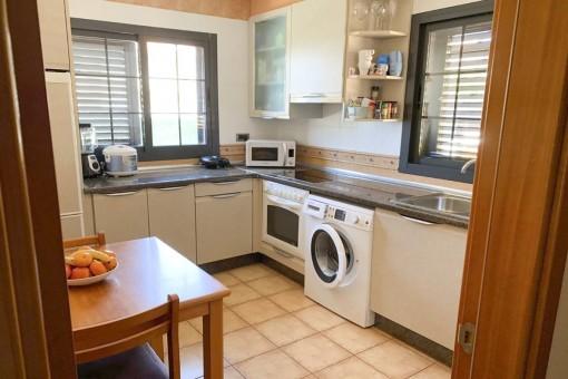 Kleine Küche der Wohnung