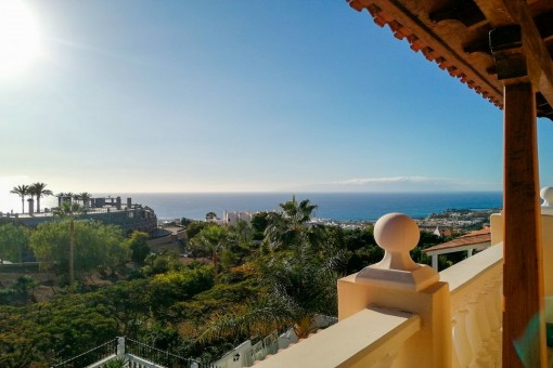 Villa in Torviscas Alto mit schönem Meerblick und Pool