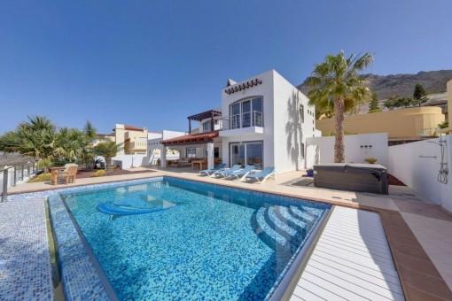 Schöne Villa mit privatem Pool und Meerblick in Roque del Conde, Teneriffa Süd