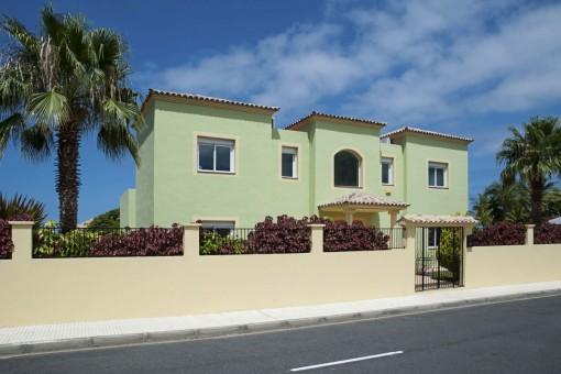 Wundervolle Villa mit schönem Garten in Playa Paraiso