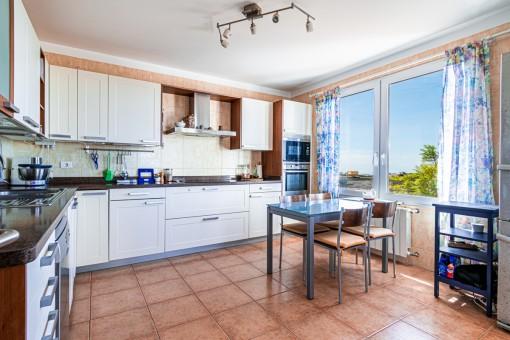 Helle Küche der Finca