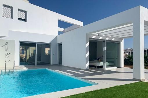 Moderne Neubau Villa mit privatem Pool und Garten in Palm-Mar