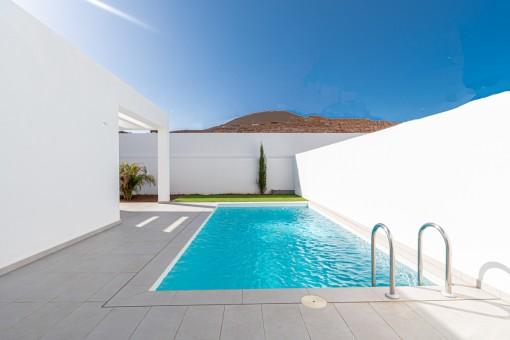 Einladender Poolbereich