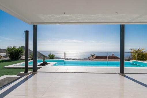 Moderne Villa mit Panorama Meerblick in Torviscas Alto