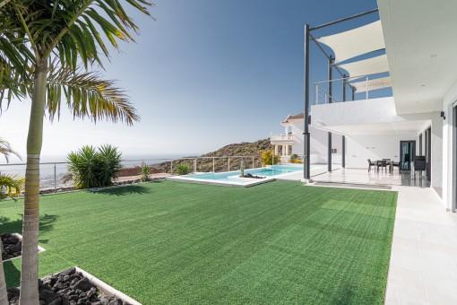 Große Terrasse der Villa