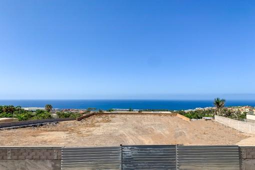 Exclusivo terreno urbano con vistas al mar en el Golf Costa Adeje