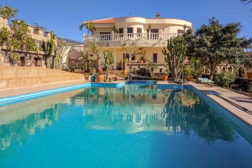 Freistehende Villa mit traumhaftem Blick auf  Berge und Meer