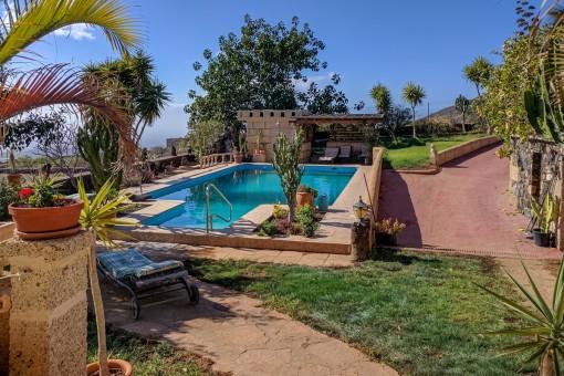 Pool mit Entspannungsbereich