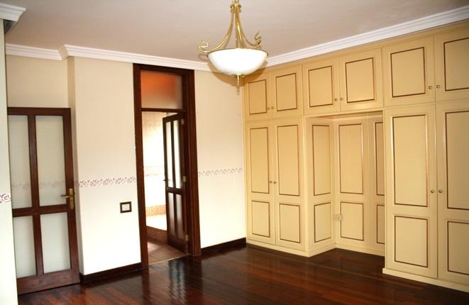 Geräumige Suite mit grossem Einbauschrank