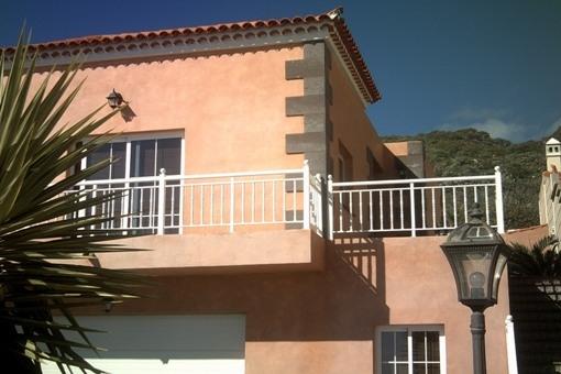 Hochwertige Villa mit Pool in ruhiger Wohnlage von Candelaria