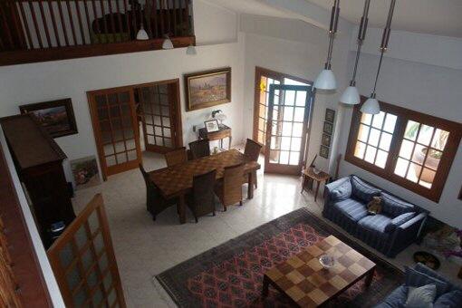 Grosszügig gestaltetes Wohn- und Speisezimmer