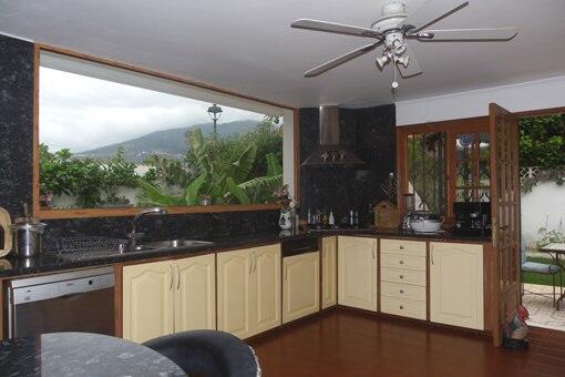 Teideansicht der Küche mit Blick in die Berge