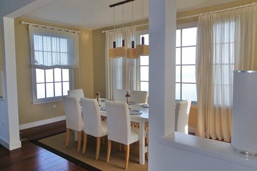 Edles Speisezimmer mit viel Fensterfläche