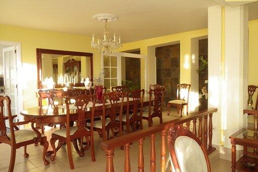 Das Speisezimmer neben der Küche