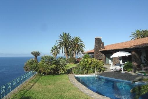 Hochwertige Villa mit Swimmingpool und Garten...