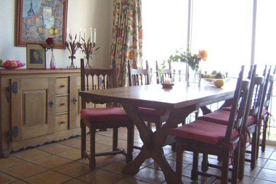 Speisezimmer mit raumhohen Panoramafenstern