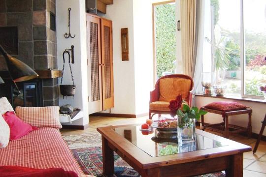 Ausschnitt des Wohnzimmers mit Kamin