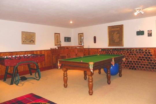 Hobbyraum mit Billardtisch und Tischkicker
